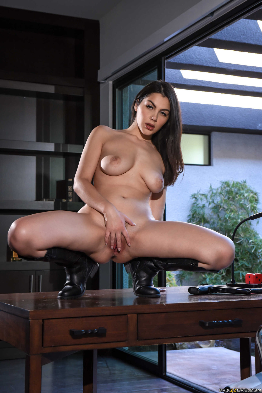 Hot Roxy Dee Strips Off Her Sexy Black Outfit