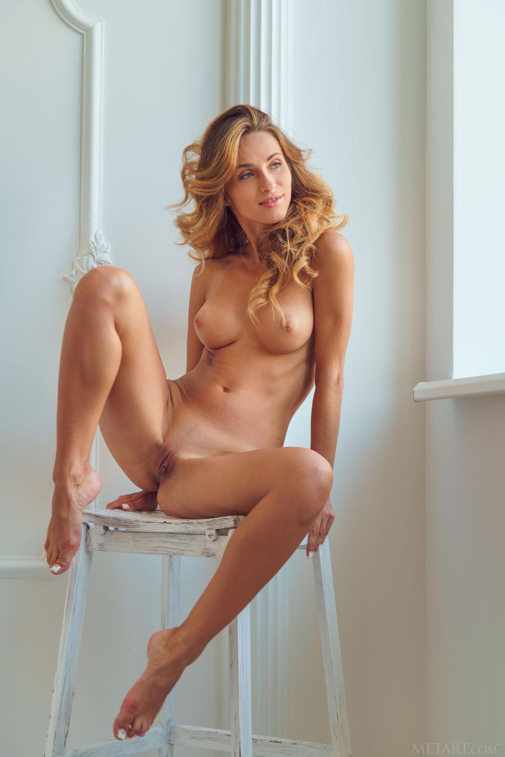 Smiley Brunette Lily Jordan Gets Naked
