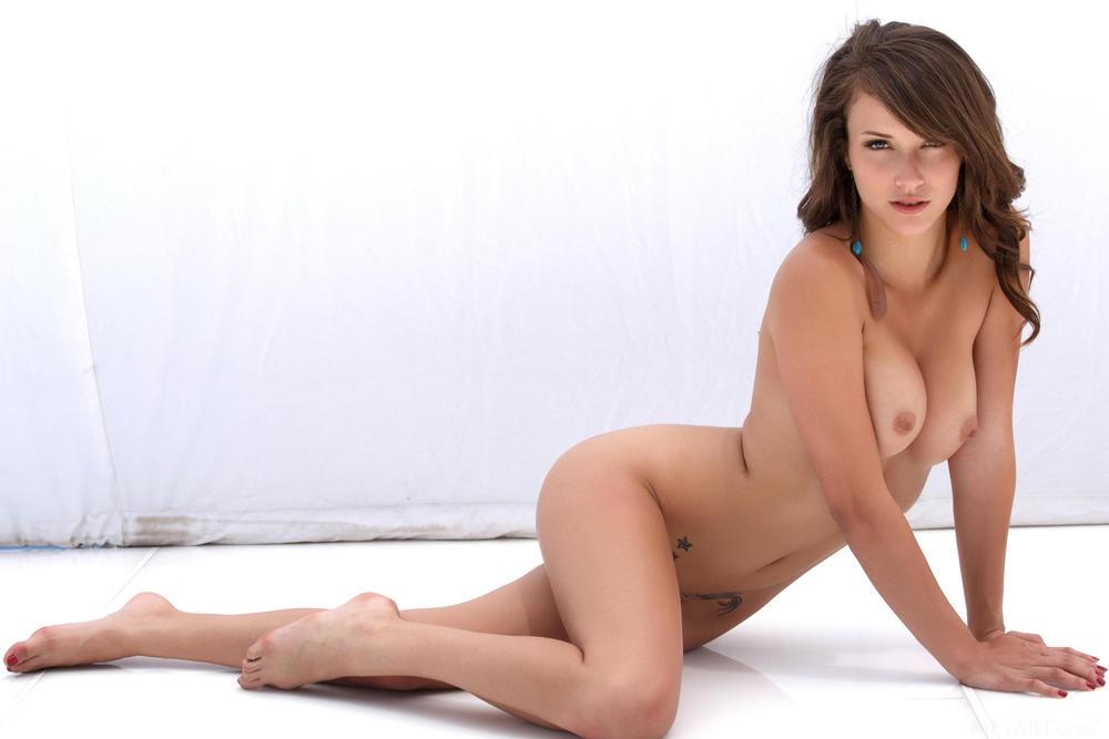 Zoey Laine - Nice Intimate Haircut