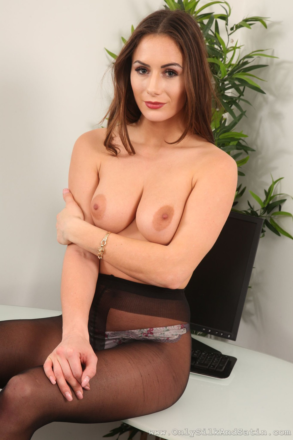 Laura H Sexy Secretary Strips at Nightdreambabe: www.nightdreambabe.com/laura-h-sexy-secretary-strips