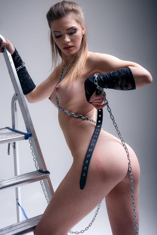 Riley Reid Skinny Hottie Strips