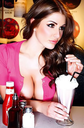Celeb Bombshell Lucy Pinder