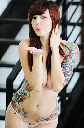 Tattooed Ivy With Dildo