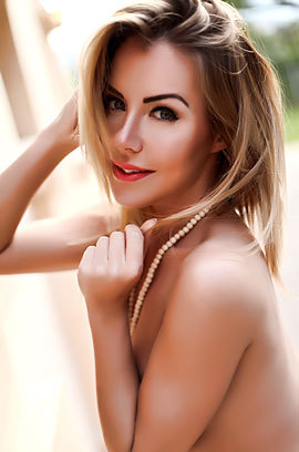 Nude Glamour Lady Becky Roberts